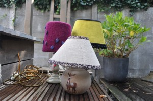 Bijzonder handgeschilderd lampje, in mooie natuurtinten.